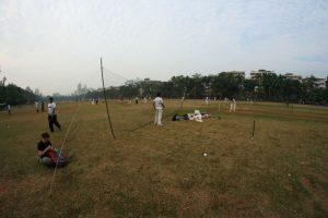 Entraînement de cricket dans un parc