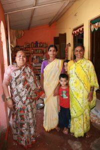 Famille dans leur maison