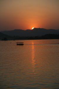 Coucher de soleil sur le lac Pichola