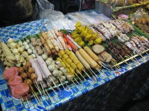 Brochettes sur le Night Market