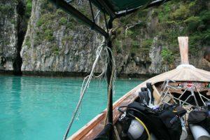 Plongée depuis le longtail boat