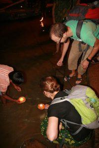 Bougies dans le Gange