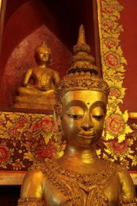 Buddha et ses ornements