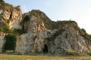 Grottes à Kampong Trach