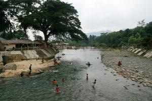 Baignade à Bukit Lawang
