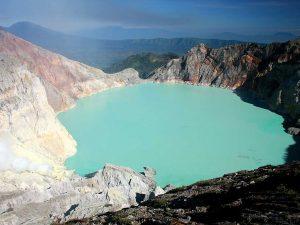 Vue sur le lac acide