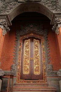 Porte d'un temple