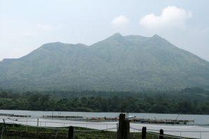 Volcan depuis le lac