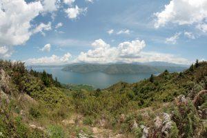 Lac Toba en grand angle