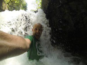 Tibal dans les chutes
