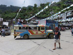Jeepney sur la place de Banaue